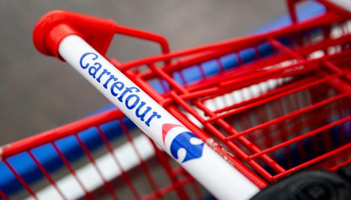 Couche-Tard  تجري محادثات لشراء كارفور