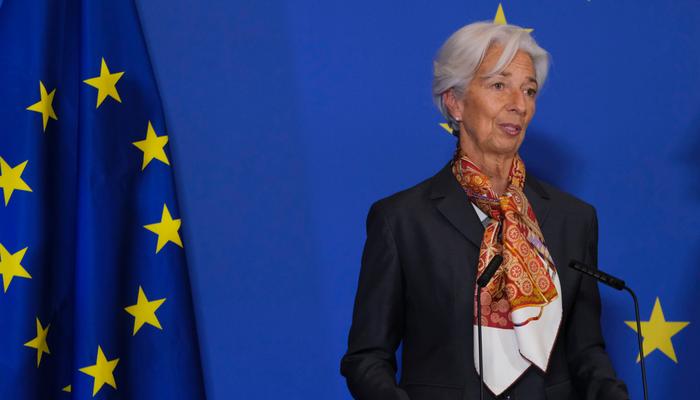 عودة الأسهم بالقرب من أعلى مستوياتها القياسية وسط توقعات البنك المركزي الأوروبي لخفض أسعار الفائدة